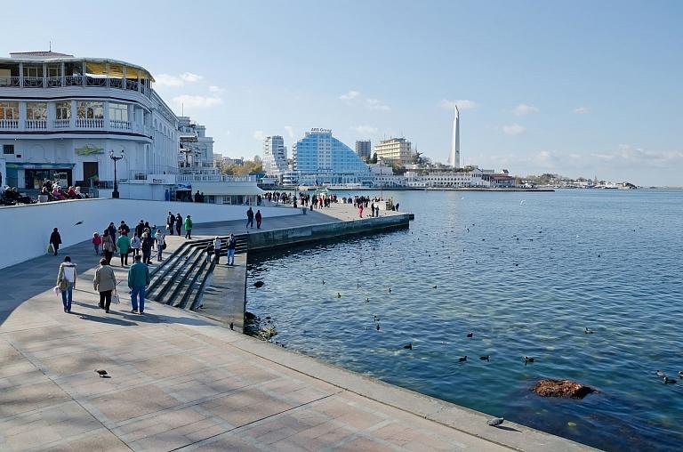 Количество туристов в Севастополе продолжает увеличиваться. За туристический сезон город посетило 384.9 тыс человек