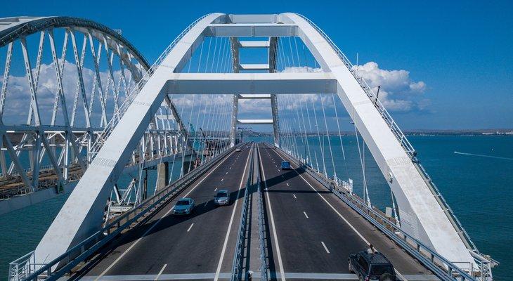 Грузовикам дали добро на движение по Крымскому мосту с 1 октября