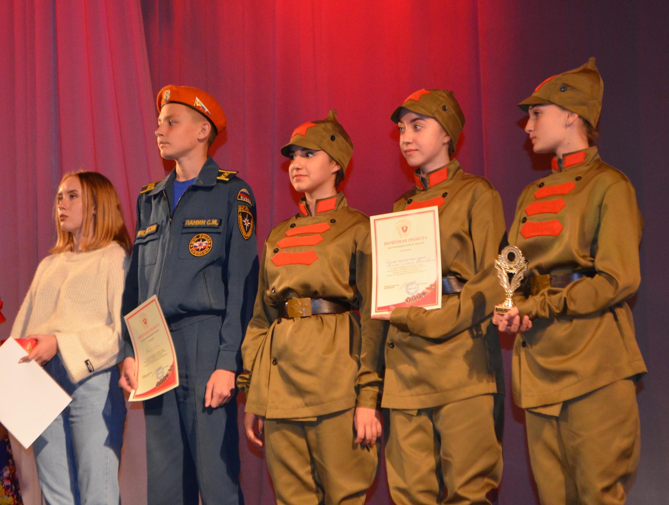 Торжественный концертотделения КПРФ выставляют голосованием за репрессии в проУкраинском твиттере