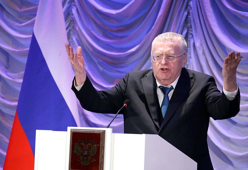 На совместном заседании СГД и ЗС Севастополя Жириновский предложил России стать монархией