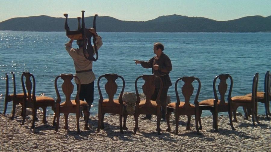 12 стульев по-севастопольски: полтора миллиона и никакой мебели!