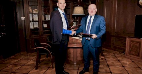Губернатор Севастополя и руководитель Росреестра подписали соглашение о сотрудничестве