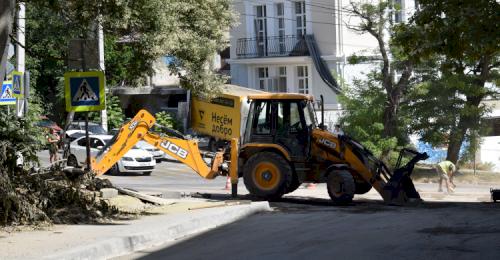 На улице Годлевского укладывают финишный слой дорожного покрытия