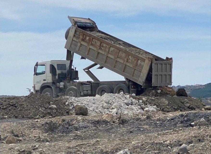 Правительство и полиция Севастополя занялись странной свалкой строительных отходов