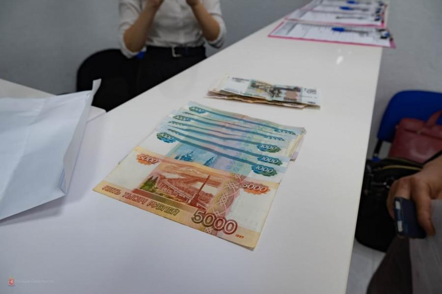 Севастопольцы «доказывали» мошенникам свою честность деньгами