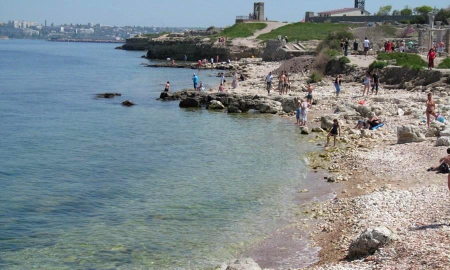 Севастопольцы собирают подписи за купание в Херсонесе