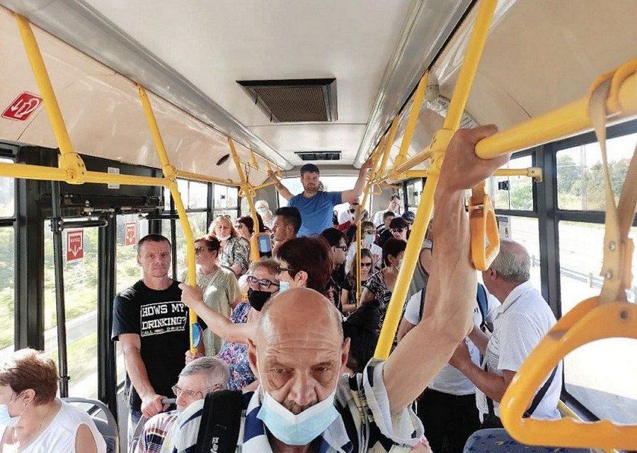 Севастополец устроил драку с группой молодёжи в автобусе