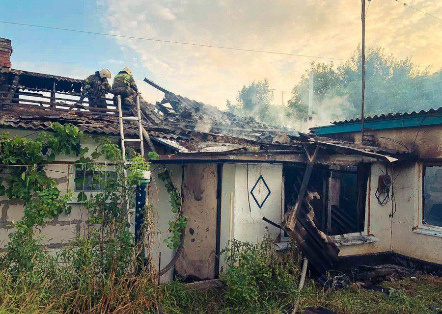 Севастополец выбрался из горящего дома через окно