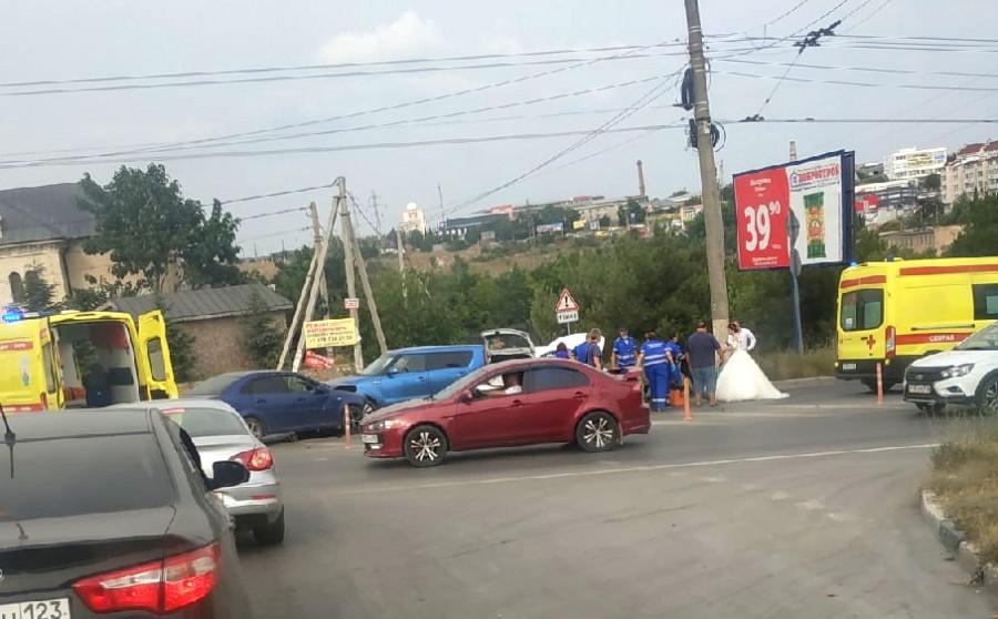 Севастопольская свадьба соединила троллейбус, полицию, прохожих, спасателей и похитителей