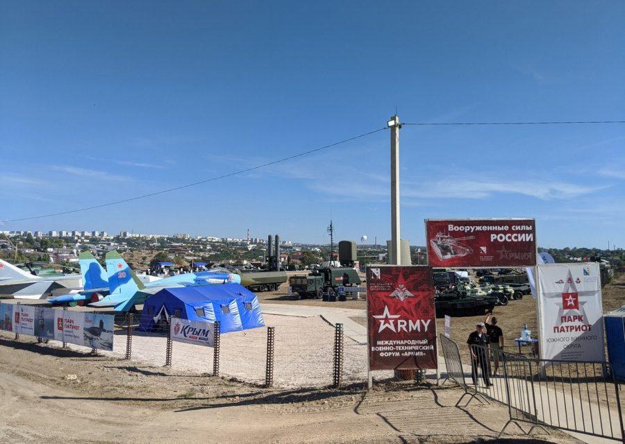СевСети #1303. Свалка у Херсонеса, обглоданные скелеты и самолеты над Севастополем