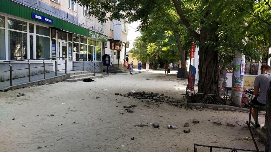 СевСети #1305. В школу по мусору, пляж на обочине и страсти севастопольского рынка