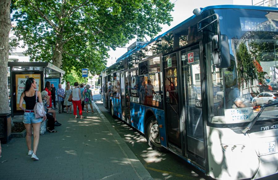 Систему общественного транспорта Севастополя одолевают долги и иски