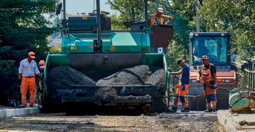 Укладка брусчатки и ремонт дороги на улице Суворова на особом контроле