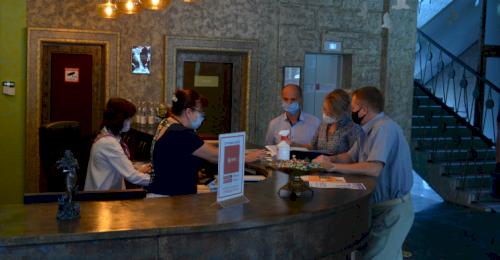 В отелях и гостевых домах Севастополя проверяют соблюдение мер профилактики COVID-19
