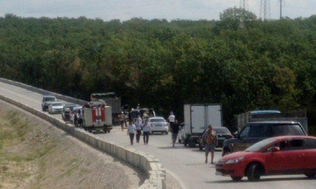 В Севастополе грузовик собрал «паровоз» из пяти машин