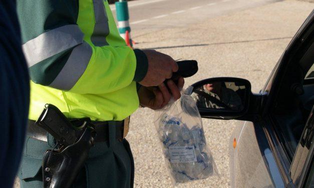 В Севастополе нетрезвый водитель прокатил полицейского на открытой двери