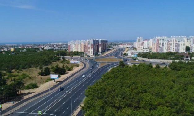 В Севастополе уложили финальный слой асфальта на Камышовом шоссе