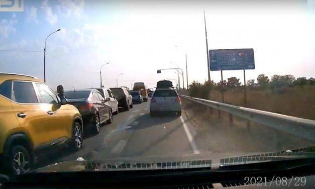 Водитель без права управления собрал «паровоз» по дороге в Севастополь