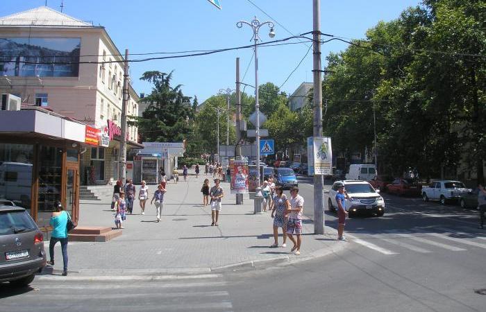 Женщину отправили в больницу с пешеходного перехода в центре Севастополя