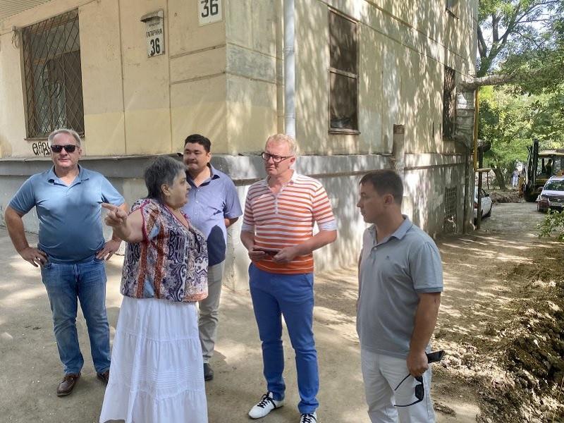 Жительница Севастополя добилась обустройства ливневки по звонку губернатору