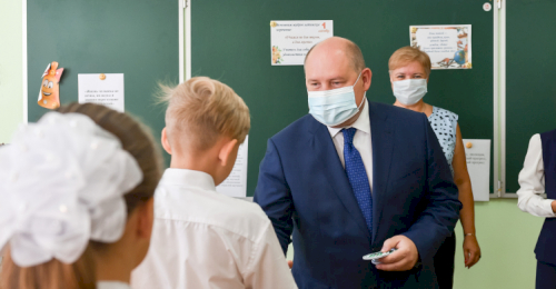 Губернатор Михаил Развожаев поздравил школьников с началом учебного года