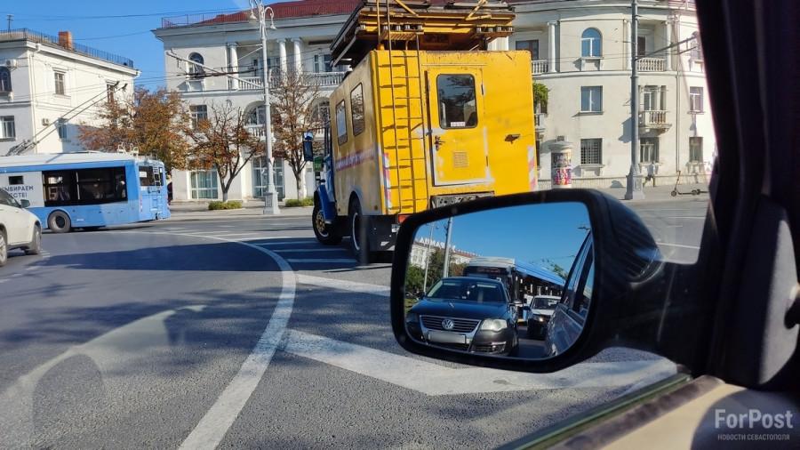 Короткое замыкание стало причиной заторов в центре Севастополя
