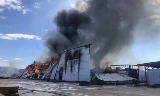Крупный пожар произошел в Гагаринском районе Севастополя