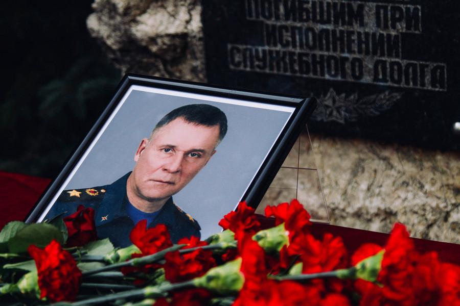 Память погибшего министра МЧС Зиничева почтили в Севастополе