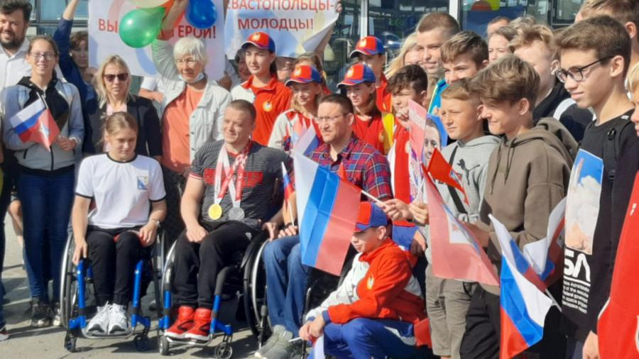 Победителя Паралимпиады севастопольца Андрея Граничку встречали как героя
