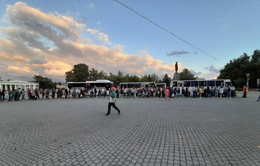 Почему очереди из-за перекрытого рейда в Севастополе оказались неизбежны