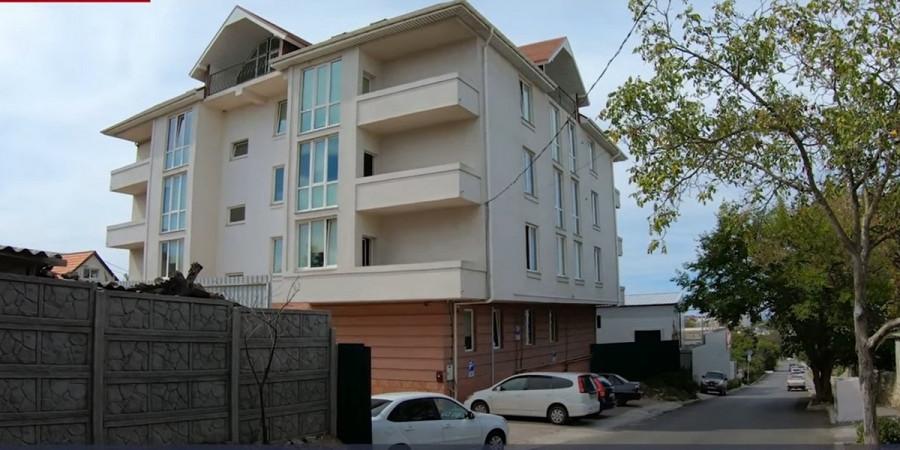 Севастопольцы восемь лет бьются против «нелегальной гостиницы»