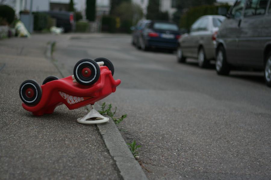 Трёхлетний мальчик попал под колеса автомобиля в Севастополе