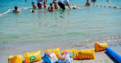 В акции «Научись плавать» приняли участие около 400 детей