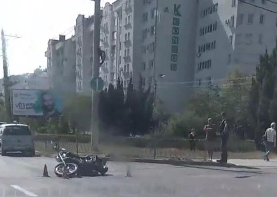 В Севастополе не разъехались автомобиль и мотоцикл