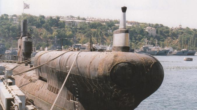 В Севастополе старую подлодку отбуксировали в подземный музей