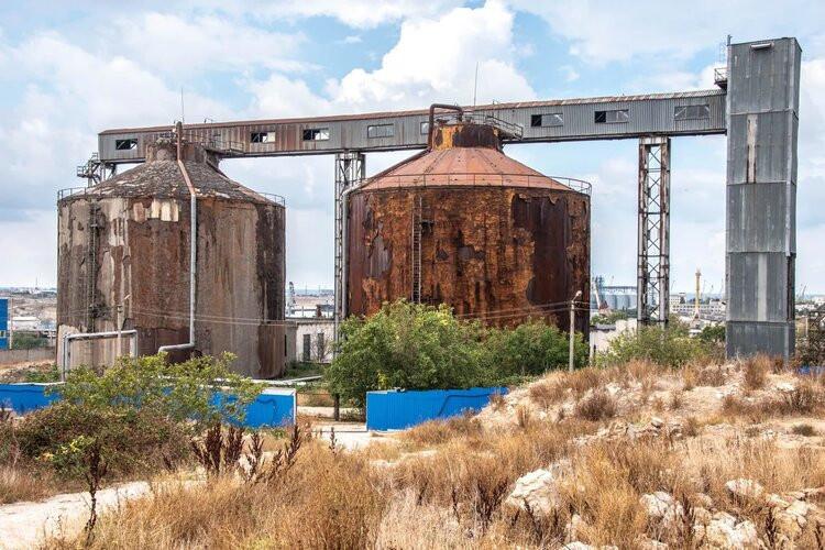 Земля у КОС «Южные» в Севастополе отравлена химикатами и нефтепродуктами